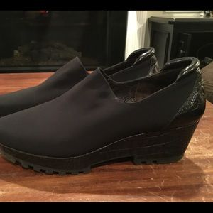 Donald J Pliner microfiber platform shoes 8M